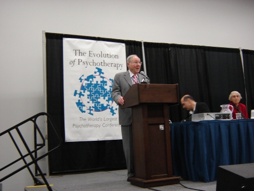 William Glasser presenting at the Evolution of Psychotherapy Conference, 2005 (Photo by Jim Roy)