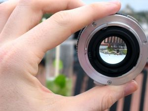 800px-Hand_showing_lens_demonstration